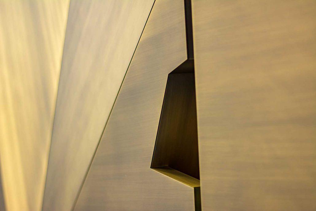 Messingtür Detail 6 - Türgriffbucht aussen